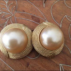 Vintage Ciner Mabe Pearl  goldtone clipons